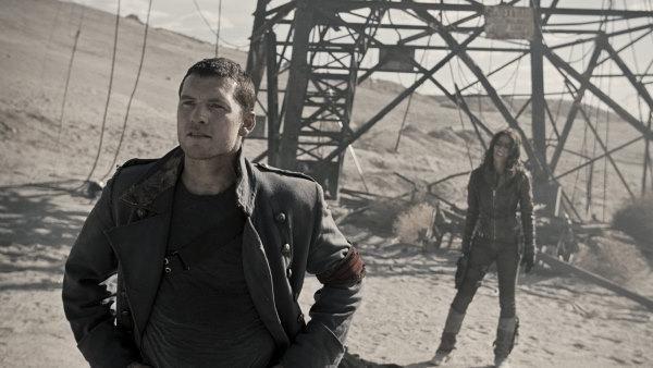Still of Sam Worthington and Moon Bloodgood in Terminator Salvation (2009) http://www.movpins.com/dHQwNDM4NDg4/terminator-salvation-(2009)/still-3086125056
