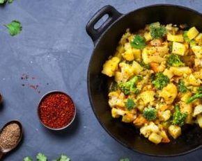 Poêlée épicée Croq'Kilos aux pommes de terre, chou-fleur et brocolis : http://www.fourchette-et-bikini.fr/recettes/recettes-minceur/poelee-epicee-croqkilos-aux-pommes-de-terre-chou-fleur-et-brocolis.html