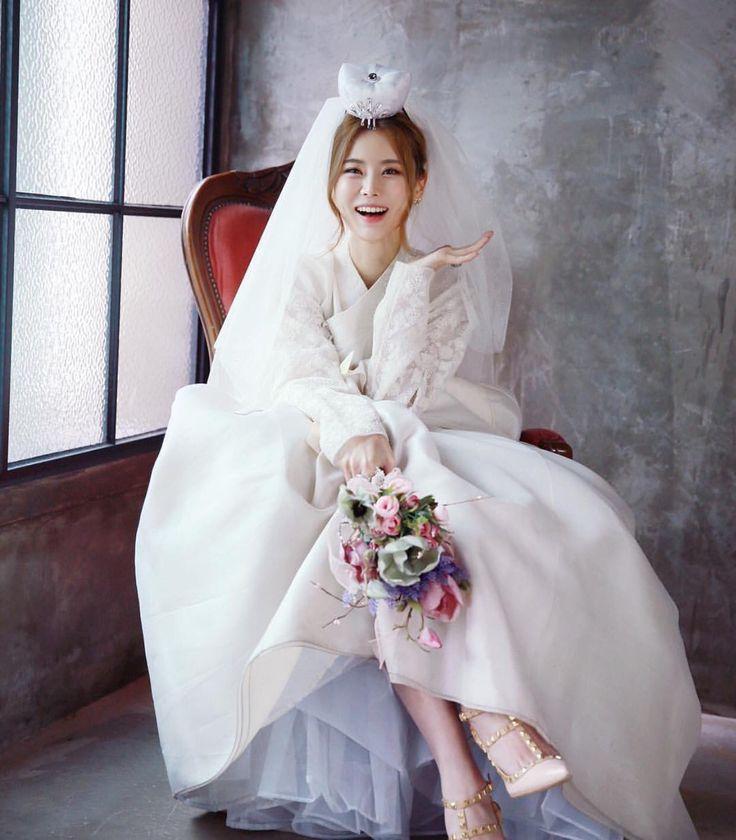 17 best images about korea hanbok on pinterest for Hanbok wedding dress