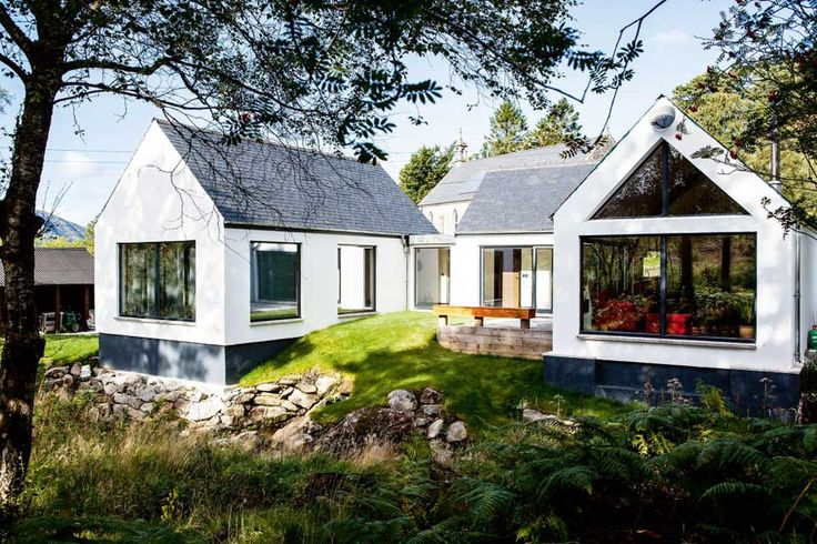 Robin Cochrane chose a tricky plot onrestricted piece of land on the banks of a river in the Scottish Highlands to build his budget home
