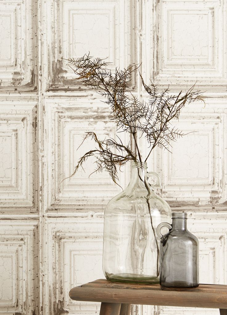 Sfeer in huis met behulp van de verweerde houtprint van behang CELIA #kwantum #opdemuur #behang #vliesbehang #interieur #wonen