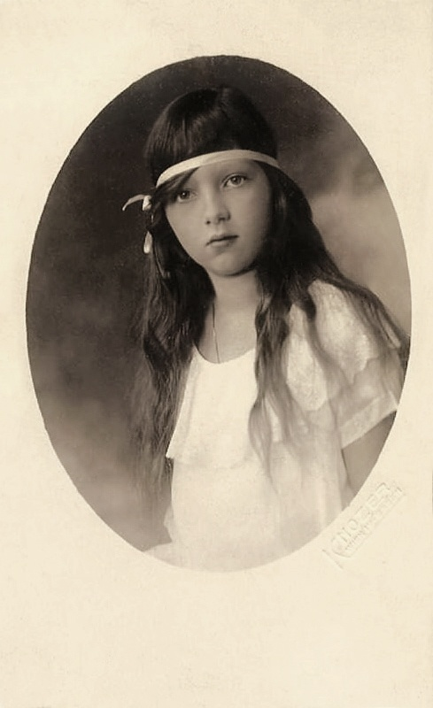 +~+~ Vintage Photograph ~+~+ Adore this precious portrait of a young girl from the 1920s.