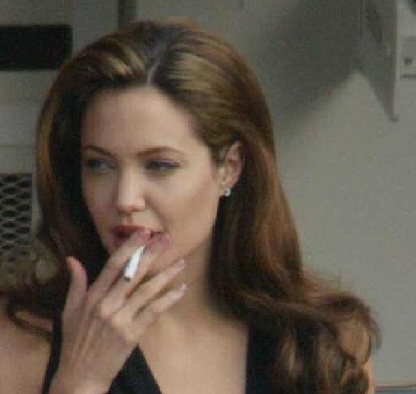 Does selena gomez smoke in real life