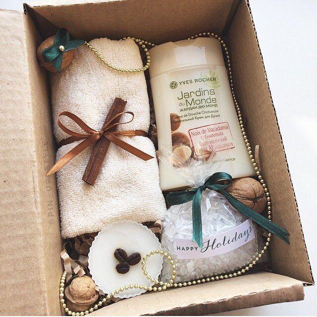 Ещё один вкусный набор -гель для душа -полотенце -мыло (ручн.работа) -соль для ванны -декор (+коробка) А так же стильное упаковка по вашему желанию Сделан на заказ, возможен повтор!) 690₽ _______________________ По заказам direct / WA +7913-027-46-04 #подарочныйнабор #подарочныйбокс #боксвподарок #дляпраздника #box #giftbox #подарочныйбокс22 #барнаул #подаркибарнаул