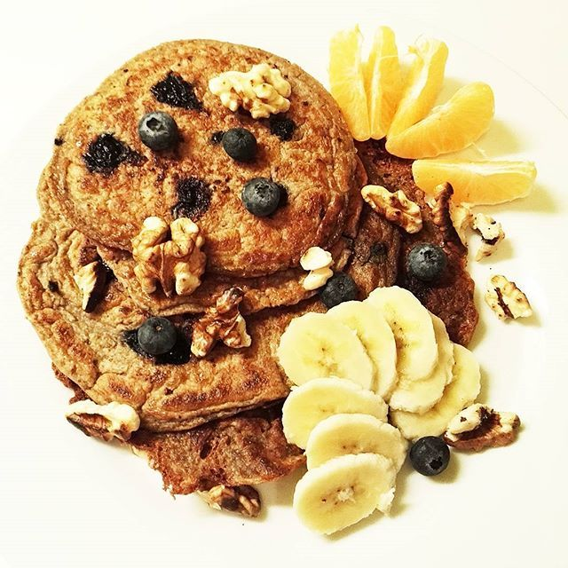 Blueberry protein pancakes are a treat for breakfast to cheer up on cold winter days ☺ #morning #goodmorning #breakfast #blueberry #pancakes #protein #vegan #oats #vegansofig #veganfood #whatveganseat #plantbased #bestlifeproject #bestofvegan #healthy #healthychoices #healthyfood #food #foodstagram #foodporn #mutimiteszel #glutenfree #eggfree #dairyfree #winter #wintertime #cold #babyitscoldoutside #cheer #sweettreats