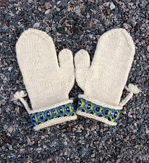 """A very simple and quick knit inspired by the classic swedish """"Lovikka""""-mittens. perfekt for holidayknitting."""