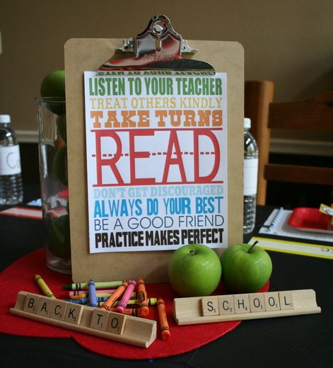 back to school centerpiece. printable from eighteen25