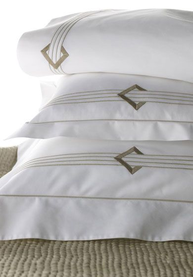 Bespoke bed linens by Léron. Duc bed linens from the Graphique collection.