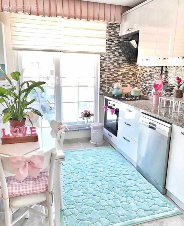 Beyaz mutfak, Halı, Mavi, Mutfak, Mutfak masası