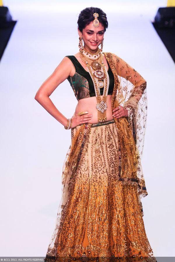 Aditi Rao Hydari looks beautiful as she walks the ramp for Dipti Amisha during the India International Jewellery Week (IIJW), held at Grand Hyatt, Mumbai