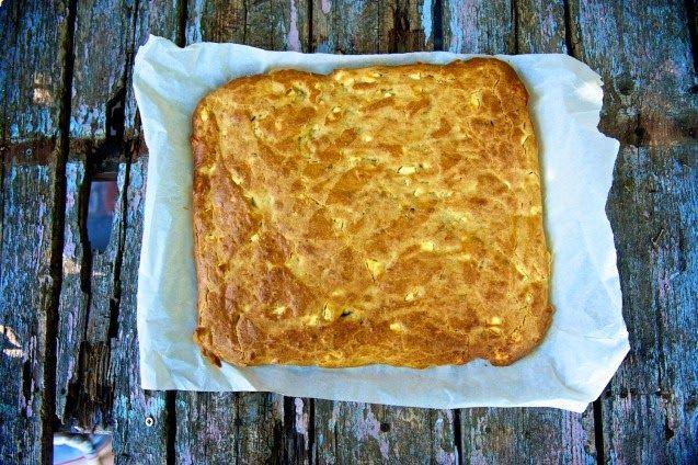 ΠανεύκοληΤραγανη τυροπιτα απο την Ελενη Ψιχουλη Υλικά για 6 άτομα 500 γρ. αλεύρι που φουσκώνει μόνο του 200 γρ. ελαιόλαδο 500 γρ. γάλα 450 γρ. φέτα θρυματισμένη 1 κ.γ. αλάτι πιπέρι-ματζουράνα-ρίγανη ελαιόλαδο για την επιφάνεια Εκτέλεση Σε μια λεκάνη ανακατεύουμε όλα τα υλικά εκτός από το τυρί που θα το προσθέσουμε τελευταίο, μέχρι να …