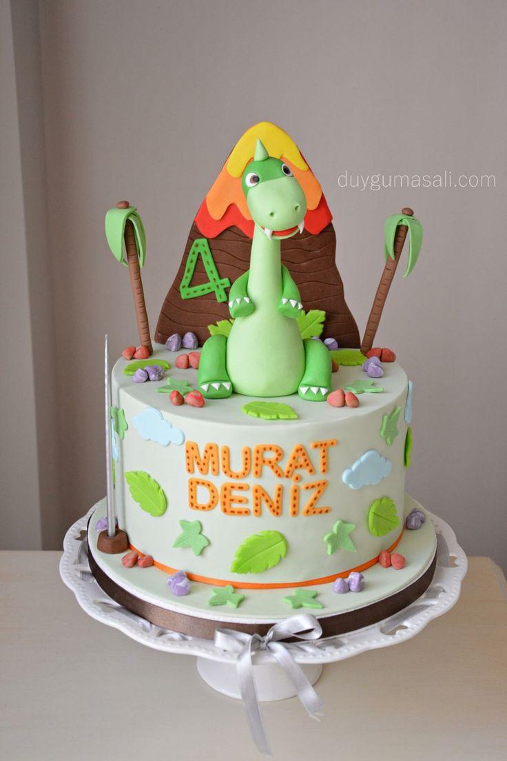 MURAT DENİZ artık 4 olduu 🎂 -Onların büyümesi ile hem onlara yaptığım ilk yaş doğum günü pastaları aklıma geliyor, hemde zamanın nasıl ışık hızı gibi geçtiği 😅 -Büyüdükleri için kendi pasta konseptlerine kendileri de karar verebiliyorlar artık :) 🙃 duygumasali.com #edirne #edirnepasta #edirnebutikpasta #butikpasta #sekerhamuru #foodpic #fondant #fondantcake #dino #dinosours #dinosourcake #dinozor #dinozorpasta #instacake #instadaily #cakestagram