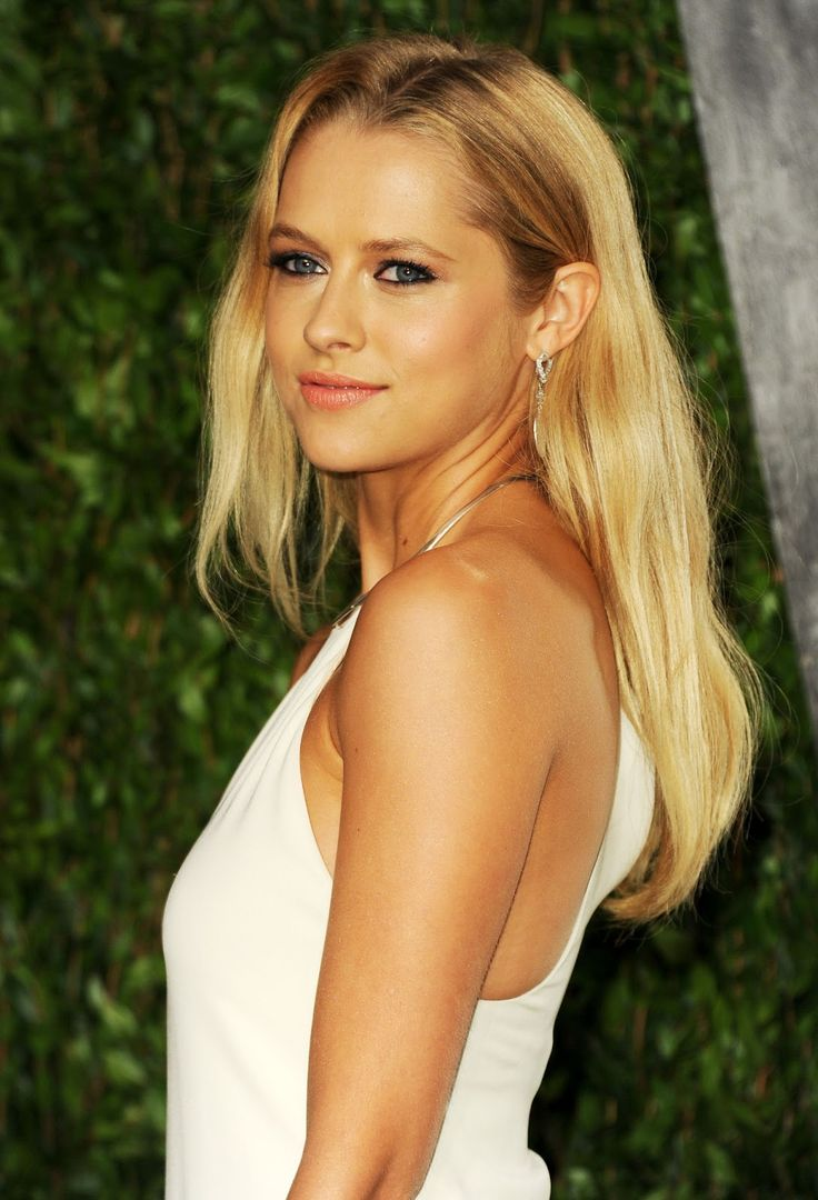 Gallery images and information nicky whelan hall pass gif - Teresa Palmer Teresa Palmer Vanity Fair Oscar Party In