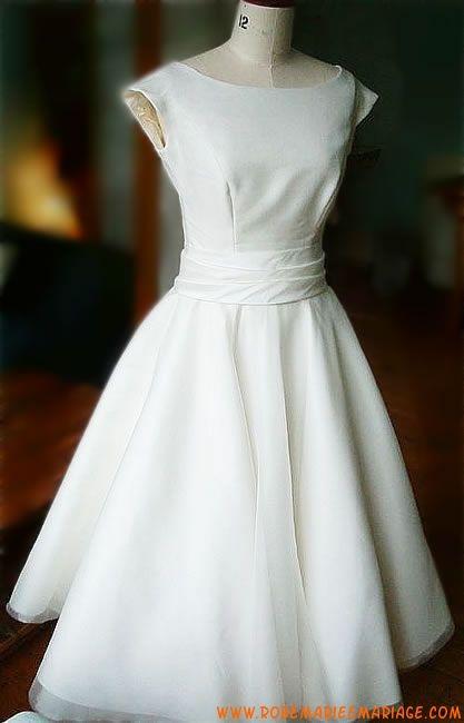 Robe mi-longue en satin et organdi décorée d'une ceinture robe de mariée simple