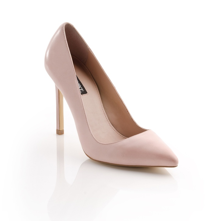 I need a pair of these nude pumps! So cute!