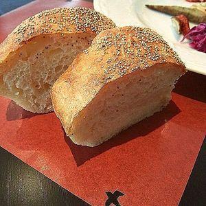 出張パン教室で一番人気だったこねないパン。手を汚さない天然酵母パン。安心素材を使ったヘルシーで手間を省いたレシピ。発酵時間がアバウトでも作れるのもうれしい。