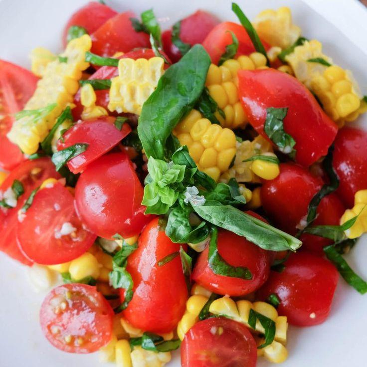 トマトとコーンのサラダ。  ドレッシングの味付けは塩とレモン汁、そしてフシコスだけで充分です。  #フシコス #エキストラヴァージンオリーブオイル #福岡 #oliveoil #クレタ島 #phusikos #ギリシャ #instafood