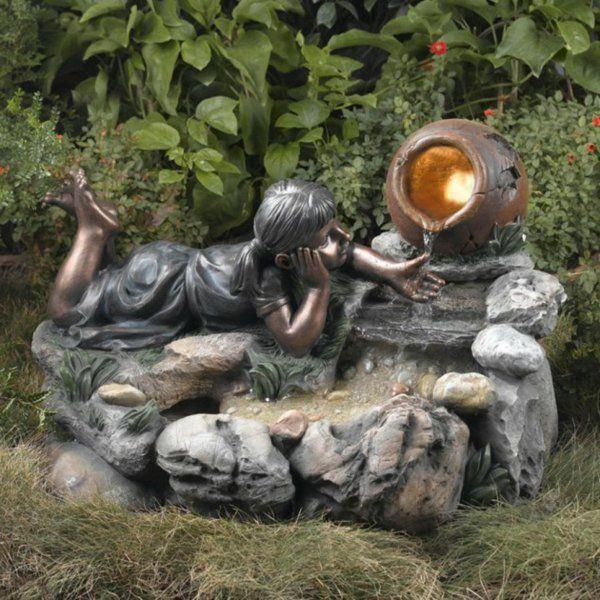 fontaine de jardin design avec sculpture de fille jouant avec l\u0027eau coulant  d\u0027
