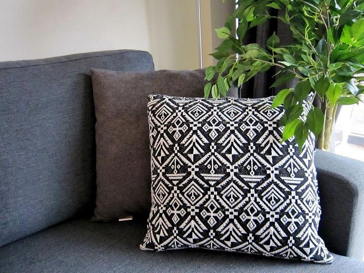 Handmade pillow covers - click to see the tutorial on lilmissboho.com