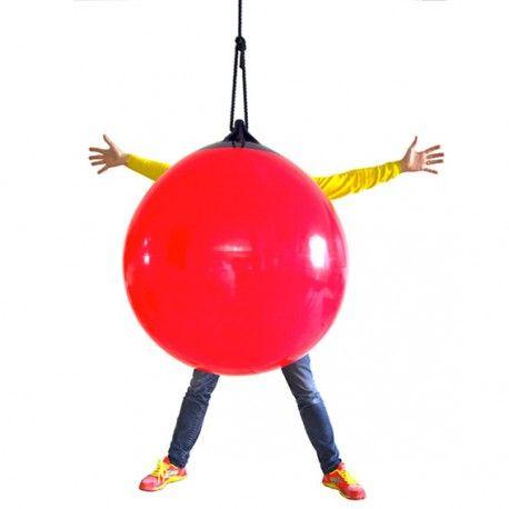 Balançoire -  Ball  ou  Big Ball - j'ai choisi BIG BALL ! disposable chez K-LINE à Morges, juste en face du Parking Centre Ville des Charpentiers. Vous la voulez gonflée ou dégonflée !?