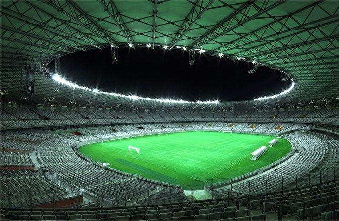 Deuxième plus grand stade de football du Brésil, le Mineirão Stadium, à Belo Horizonte, a été rénové en 2013 pour accueillir la Coupe du monde de la FIFA 2014 et les Jeux olympiques d'été de 2016.  Schréder a collaboré avec le bureau de conception lumière Arquitetura e Luz afin de proposer une solution d'éclairage complète et durable pour l'ensemble du stade, du terrain de football à l'esplanade, et de l'héliport au parking pour voitures.
