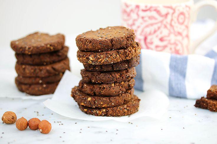 Het is alweer sinds kerst dat ik mijn laatste koekjesrecept heb gemaakt. En dat waren niet knapperige koekjes, maar eigenlijk rauwe pistache hapjes. Ik had