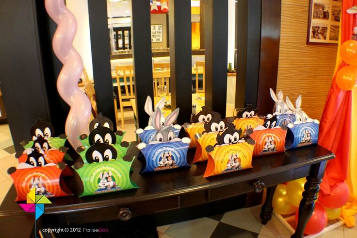 Party packs specially designed for a baby looney tunes for Baby looney tune decoration