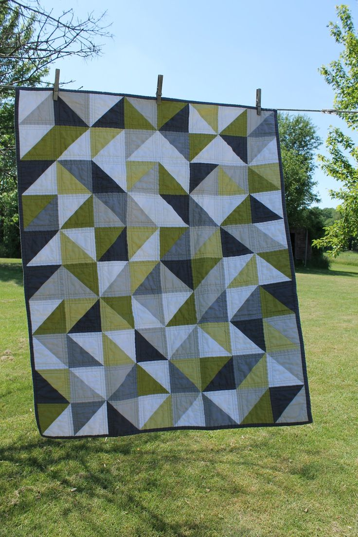 craftyblossom: grey and green geometric quilt.