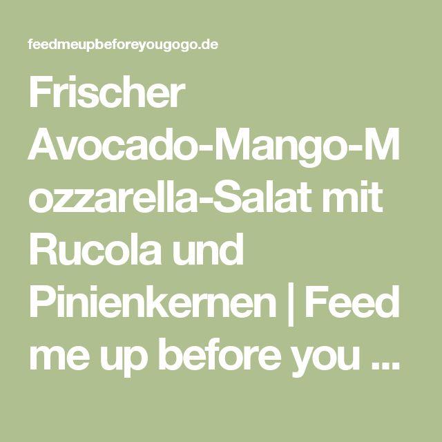 Frischer Avocado-Mango-Mozzarella-Salat mit Rucola und Pinienkernen | Feed me up before you go-go