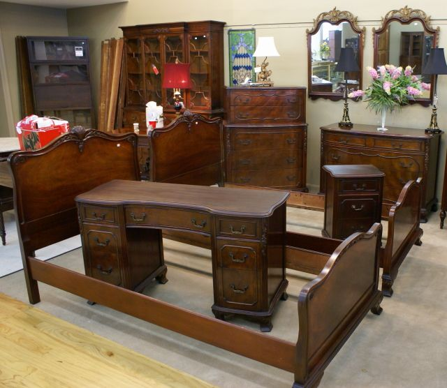 The Significance of Antique Bedroom Sets | Home Sunny