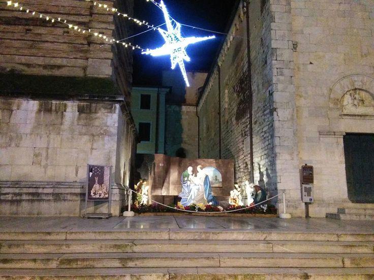 Presepe in Piazza del Duomo a Pietrasanta realizzato dagli studenti del Liceo Artistico di Pietrasanta.