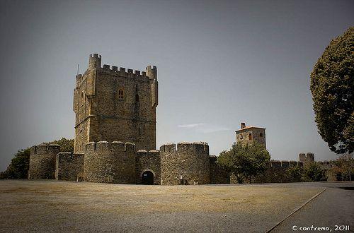 Los 14 municipios más bonitos de Portugal (I) - via Rebotación 02.04.2015 | Portugal es un país desconocido para la inmensa mayoría de los españoles, lo que resulta sorprendente en dos países vecinos que han tenido una historia en común tan estrecha. Por suerte para mi, he recorrido el país bastante y eso me permite conocer un poco, no tanto como quisiera, a nuestros vecinos. Foto: Castelo de Bragança (Portugal)