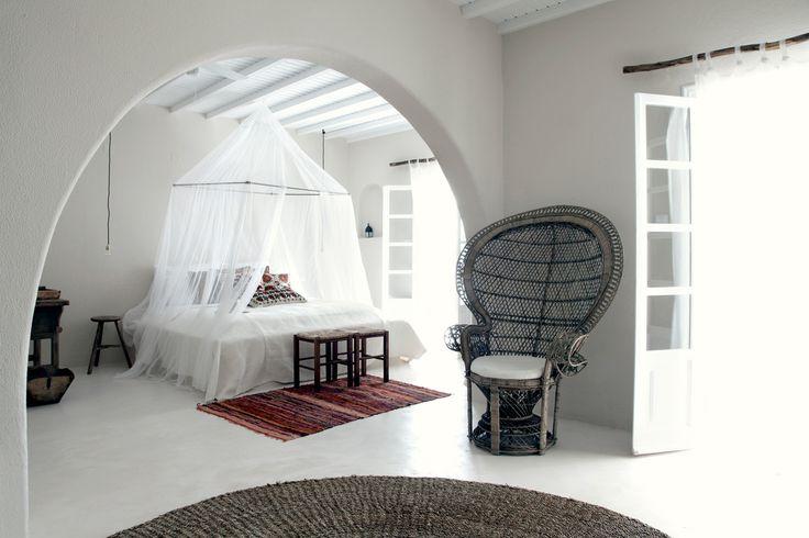 Dormitoare cu baldachine in stil rustic grecesc