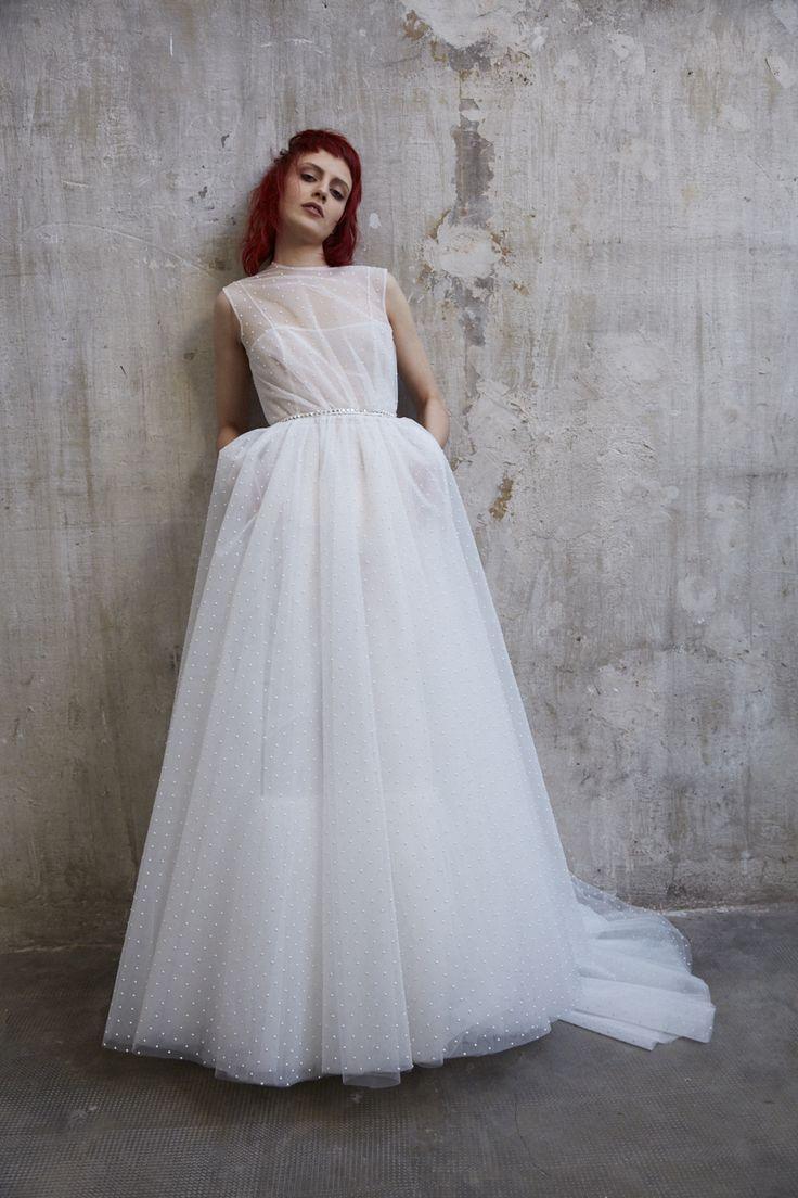 """Look#1 GRACE  Una perfezione sottilmente conturbante, omaggio al glamour iconico e inquieto della Grace Kelly di """"Caccia al ladro"""".  #AnnagemmaMilano #UnexpectedBride #AnnagemmaBride #Bride #Bridal"""