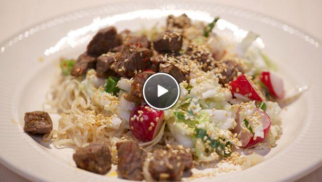 Pittige biefstukpuntjes met Chinese rauwkostsalade - recept | 24Kitchen