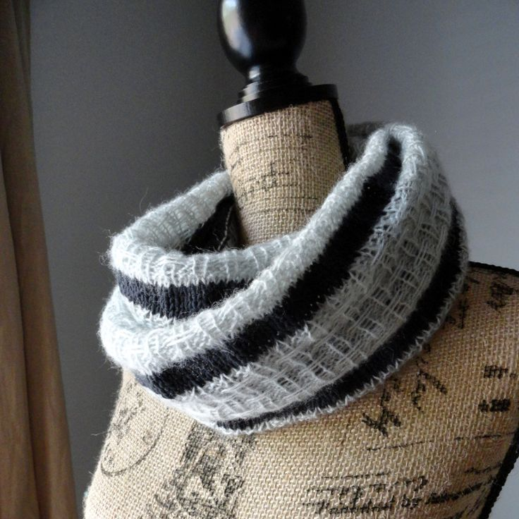 Striped Infinity Scarf Knitting Pattern : 1000+ images about Cowls to knit! on Pinterest Cable, Knitting and Stitches