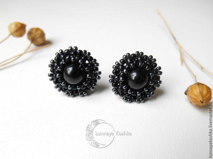Купить Серьги-пусеты Новолуние - черный, серьги, серьги из бисера, черные серьги, серьги гвоздики