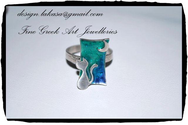 Enamel Ring Cat & Moon Sterling Silver 925 White Gold Plated Jewelry Price: 59 euros Free shipping Info e-mail: design.lakasa@gmail.com - Order code:01R41Dimensions: 12x21x(23)mm Χειροποίητο Δαχτυλίδι Σμάλτο Ασήμι 925 Επιπλατινωμένο Γάτα Φεγγάρι Δωρεάν τα έξοδα αποστολής! #ring #sterling #silver #ασημένιο #δαχτυλίδι #cat #γυναίκα #δώρο #contemporary #art #lakasaeshop