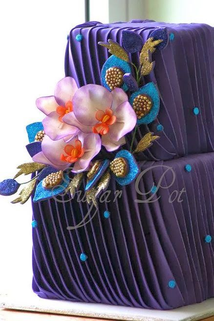 Purple Pleats. In live with thus cake