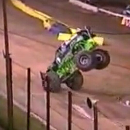 I think one of the people who contributed to the stoppie was also @dennisanderson_original_gd ! What do u guys think? This was from back in 2003! Can anyone guess where? #monsterjam #nascar #f1 #drifting #racing #mechanic #art #legend #wraps #paint #schemes #Indianapolis #gravedigger #cars #trucks #mechanic #indi #wheelie #stunts #backflip #avengence #yeahhhhhhh