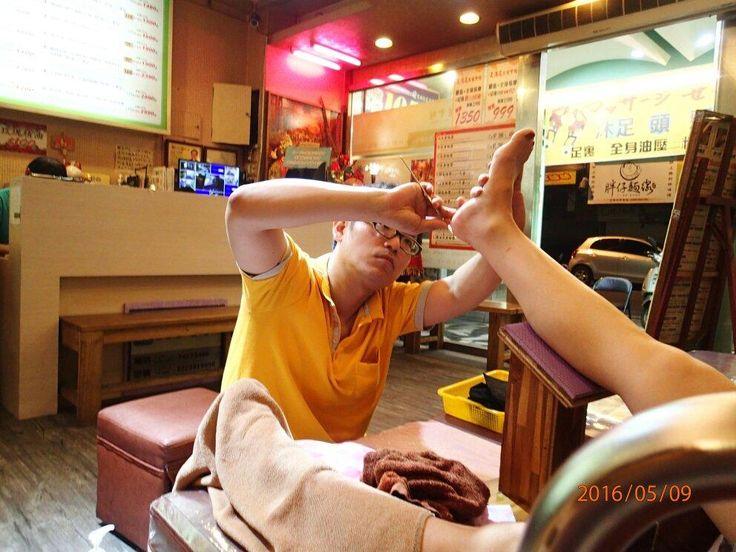台湾の女の子はスタイルがいいけれど、普段から足がむくまないようにマッサージに気軽に行っているのも美脚の秘訣と言えるでしょう。そんな彼女たちのような美脚目指して、観光客でも行きやすく、実際に行った皆さんの評価が高かったサロンの中でも、今回はSPAではなく足ツボマッサージに限定してお届けします。