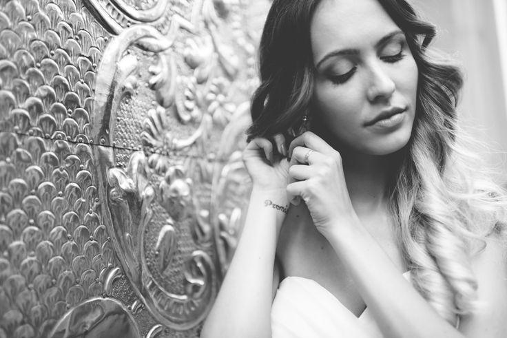 Las joyas más deseadas por la mujer. La moda y el estilo van de la mano, y saber elegir los accesorios para estar a la última es la clave. ¿Cuáles son esos comodines con los que nunca fallar?... #boda #novia #romantico #blancoynegro #fotografia