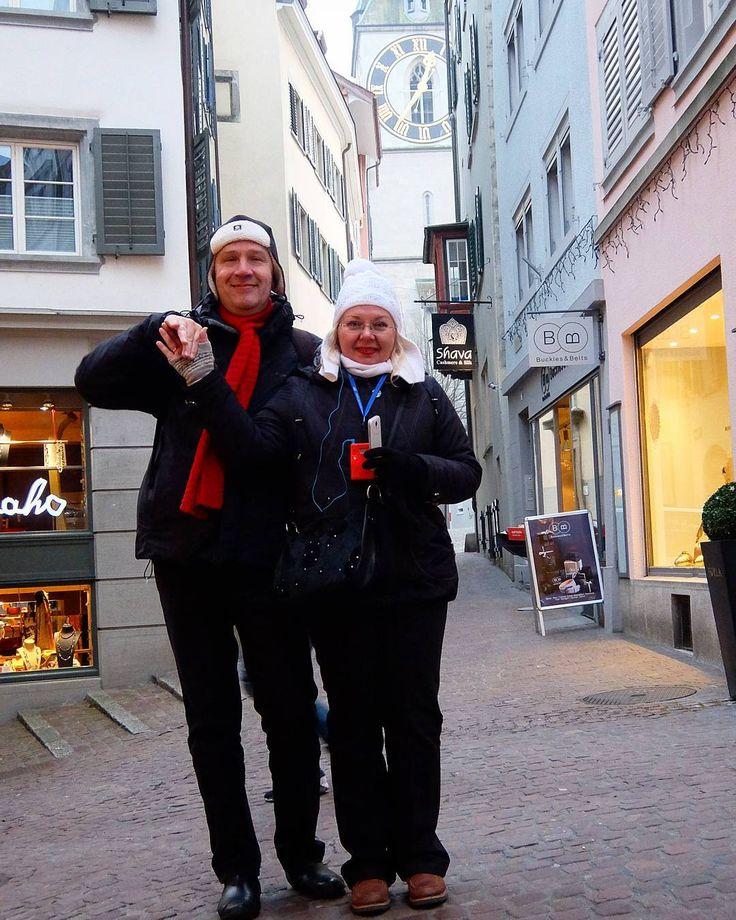 Цюрих.На фоне старинных швейцарских часов.Только вот они сломались...Поэтому нам так весело😁😁😁#цюрих #switzerland #ig_switzerland #швейцарскиечасы #мифышвейцарии #япутешествую #travelmylove #turist #вместевесело #прогулкипогороду