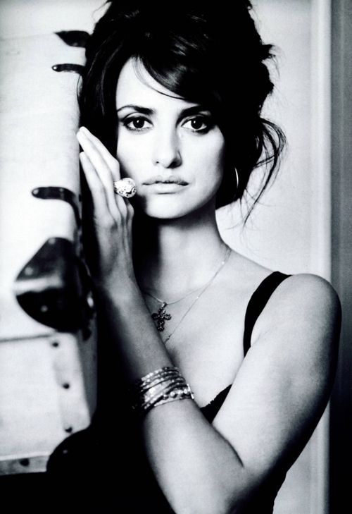 black-white-reflections: Penelope Cruz
