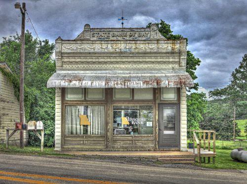 Bank of tiny Bay, MO