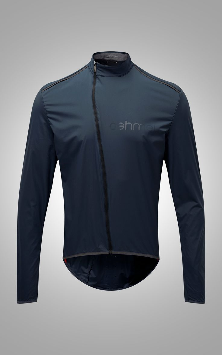 The Emergency jacket is a must-have garment for long rides. This jacket packs down to a volume of just 8cm3 and weighs in at 121g, yet offers superb protection against brief downpours or brisk wind…
