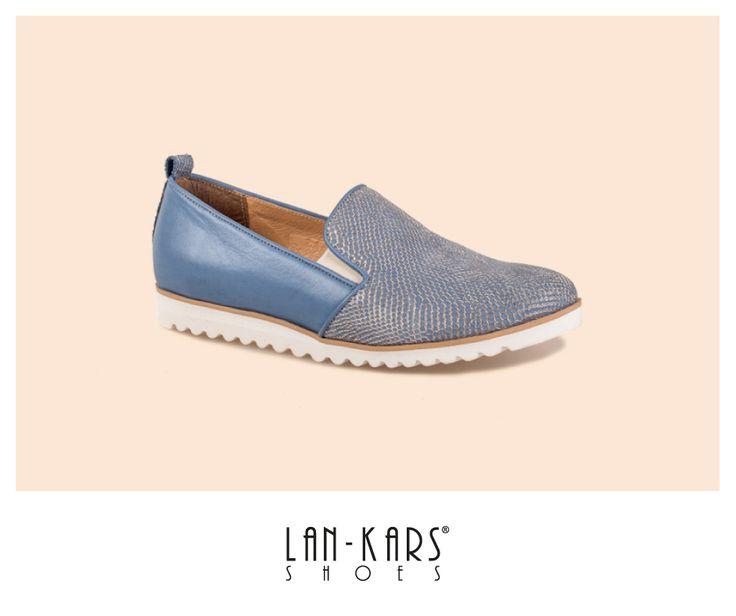 Błękitne półbuty na grubej, białej podeszwie.  #shoes #shoemania #style #fashion #lankars #love #woman #comfortable #leather #blue #babyblue #lords #loafers #slipon #pink