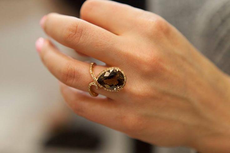 Perfect.  Este exact pe mărimea degetului soției dumneavoastră, sunt sigur ca acesta este un semn bun, alegerea nici că putea fi una mai bună.  Bijuterii cu suflet manufacturate în România.