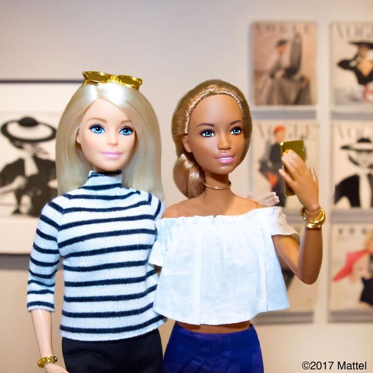 """26.2K 次赞、 58 条评论 - Barbie® (@barbiestyle) 在 Instagram 发布:""""Viewing another master at the @metmuseum, I have long been inspired by the work of #IrvingPenn! The…"""""""
