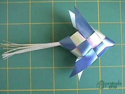 How to make ribbon fish (w/ second row of weaving).